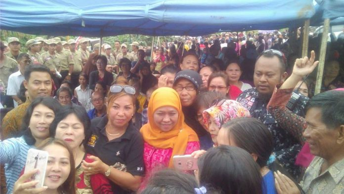 Mensos Ri foto Bersama Masyarakat Korban Bencana