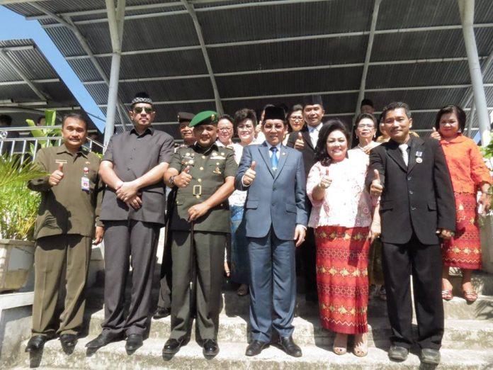 Foto Bersama dengan Walikota Manado