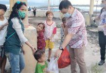 mis-bagikan-bantuan-ke-anak-anak-kurang-mampu
